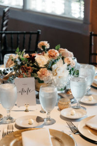wedding-table-centerpieces-florals-marble-and-pine
