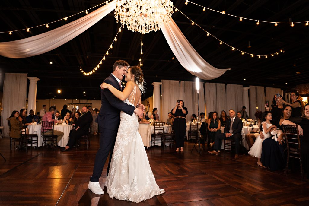 white-room-wedding-bride-groom-first-dance
