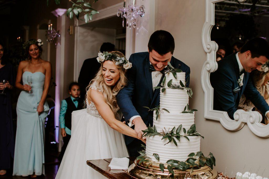 cake-cutting-florida-wedding.jpg
